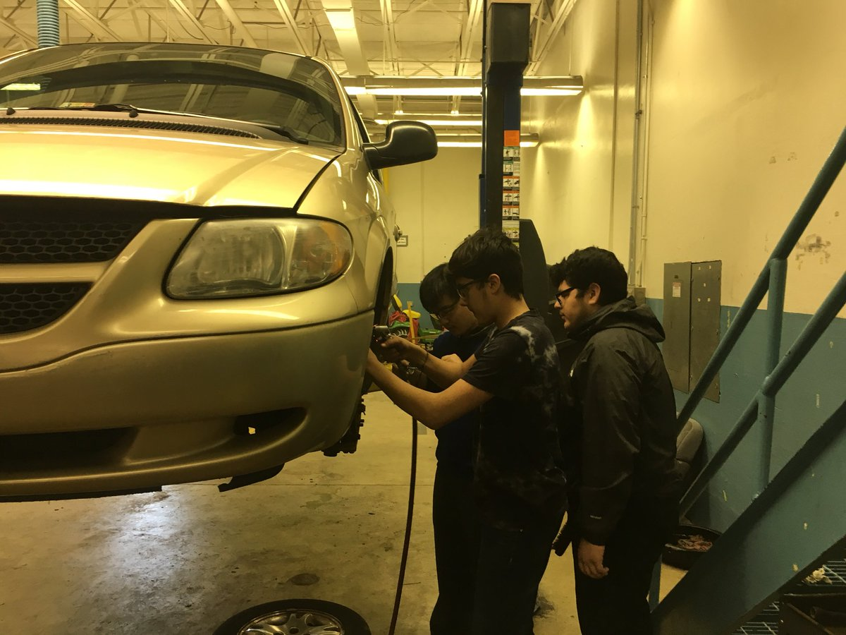 Working on brakes in Auto tech 1, Mr. Little. <a target='_blank' href='http://twitter.com/APS_CTAE'>@APS_CTAE</a> ,<a target='_blank' href='http://twitter.com/APSCareerCenter'>@APSCareerCenter</a> ,<a target='_blank' href='http://twitter.com/APHealeyACC'>@APHealeyACC</a> ,<a target='_blank' href='http://twitter.com/Margaretchungcc'>@Margaretchungcc</a> <a target='_blank' href='https://t.co/CeDgvyaSuV'>https://t.co/CeDgvyaSuV</a>