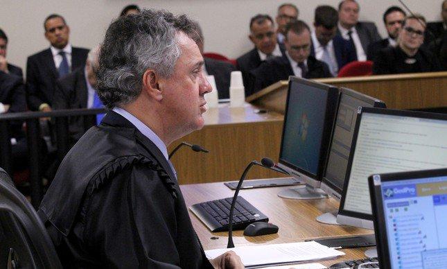 'Há provas mais do que suficientes para afirmar que o ex-presidente foi um dos articuladores, ou o principal, de um esquema de corrupção (na Petrobras)', diz Gebran. #TRF4 #Lula