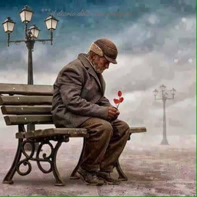 على رصيف الانتظار ، جالس رجل عجوز يهمس ل...