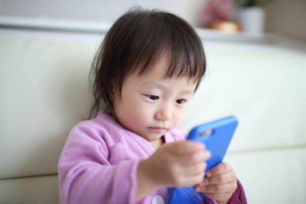 【閲覧注意】子ども向けに見せかけた危険な動画「エルサゲート」   人気キャラの動画を装うも、内容はショッキングなものとなっている。一度見ると、関連動画に同じような映像が上がってしまうことも。