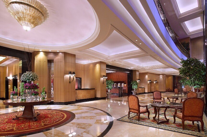 A classy and elegant lobby welcomes you, leaving the hustle and bustle of the city behind. #jwmarriottjkt #lobby https://t.co/vN5NUGgqnz