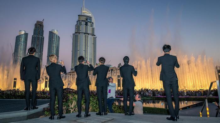 .@weareoneEXO's hit song gets #DubaiFountain extension. Details here https://t.co/Dy6KPlp0wi #EXOPowerDubai