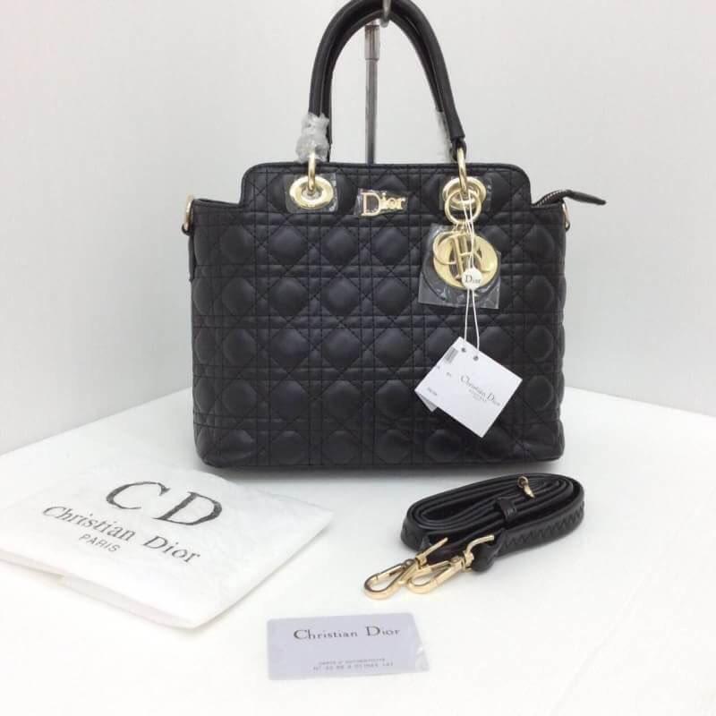 🌸กระเป๋าแบรนด์ Dior # L 🍁เกรด  : พรีเมี่ยม 📌ขนาด : 12 นิ้ว 💰ราคา  :  780 บาท 📮ลงทะเบียน  60 /EMS 80 #กระเป๋าถือ #กระเป๋าแฟชั่นหรูๆ #พร้อมส่ง #กระเป๋าdior #ชี้เป้าโปรถูก
