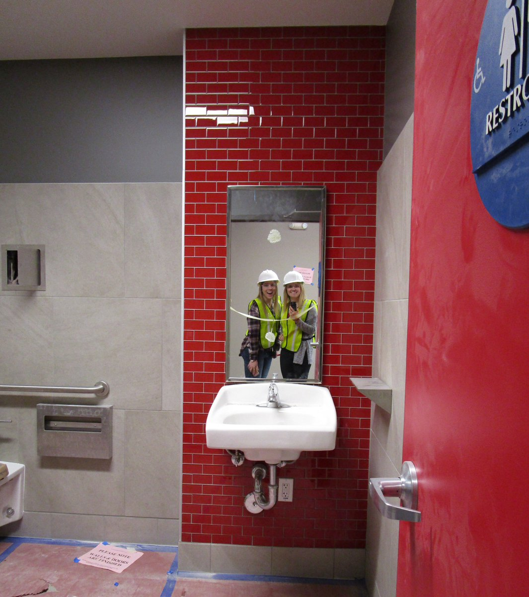 Mg2 On Twitter Our Irvine Target Team Uses A Bathroom Mirror For This Creative Siteselfie Mirrormirroronthewall Architecture Https T Co Zi43vllhgv Https T Co S3dilcd74h