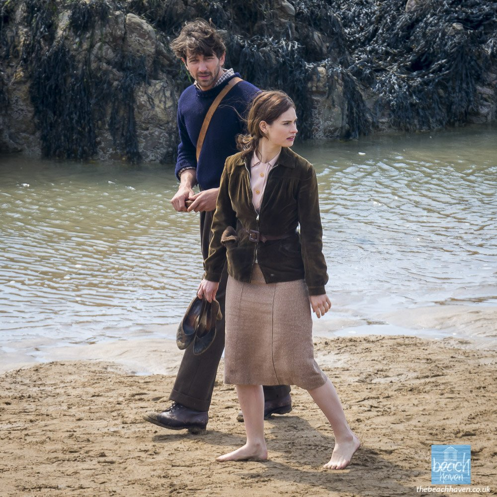 The Guernsey Literary & Potato Peel Pie Society de Mike Newell - Page 3 DUWTR7xXkAADtOB