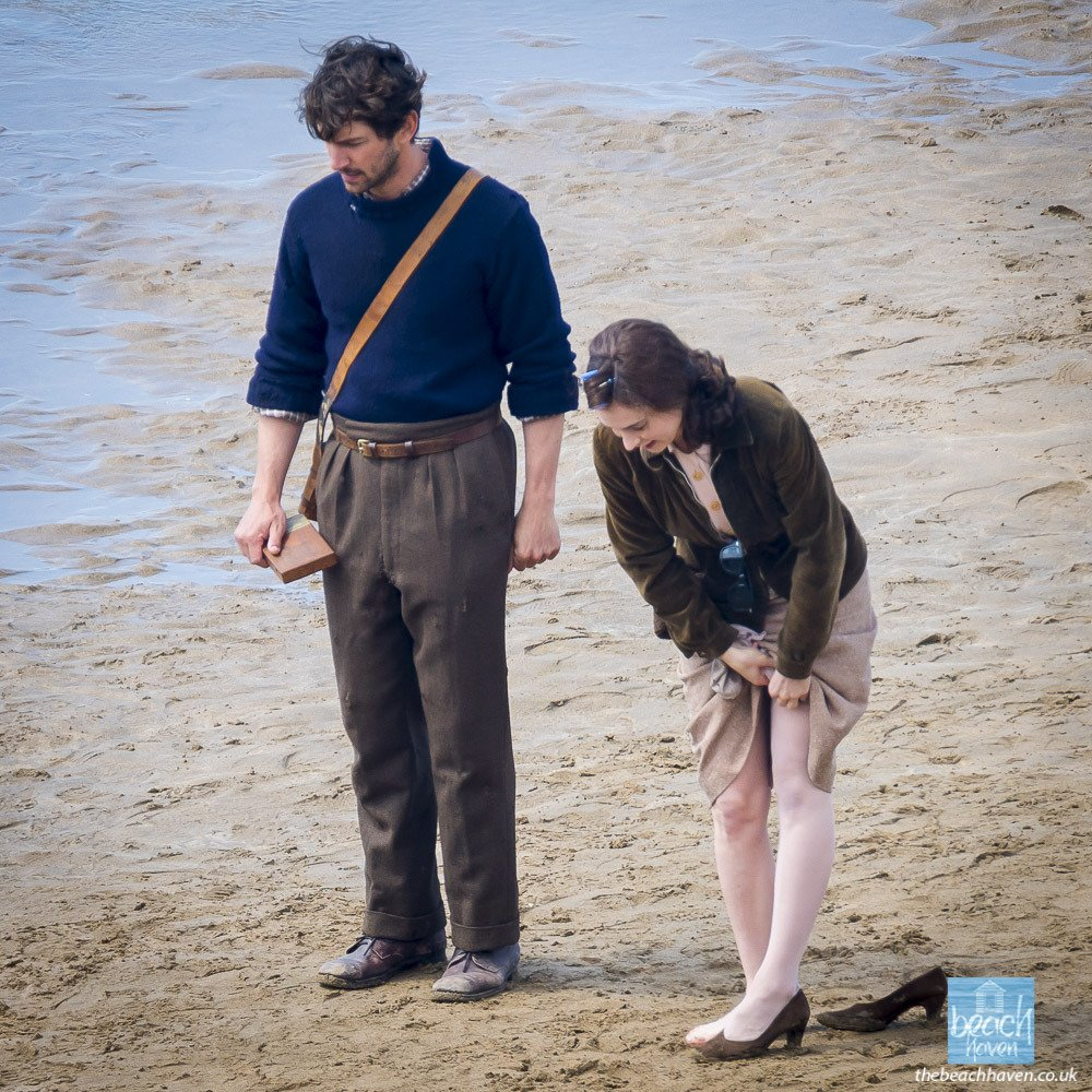 The Guernsey Literary & Potato Peel Pie Society de Mike Newell - Page 3 DUWTS6NWAAE1yMt