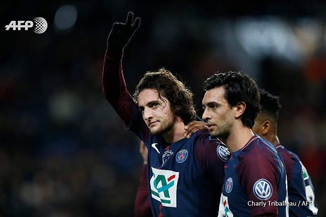 Paris Saint-Germain&#39;s French midfielder Adrien #Rabiot (L) celebrates after scoring a #goal during the #FrenchCup round of 16 football match between Paris Saint-Germain (#PSG) and Guingamp (#EAG) at the Parc des Princes stadium in Paris on January 24, 20…  http:// ift.tt/2rBojLP  &nbsp;  <br>http://pic.twitter.com/WHkyP6vHvL
