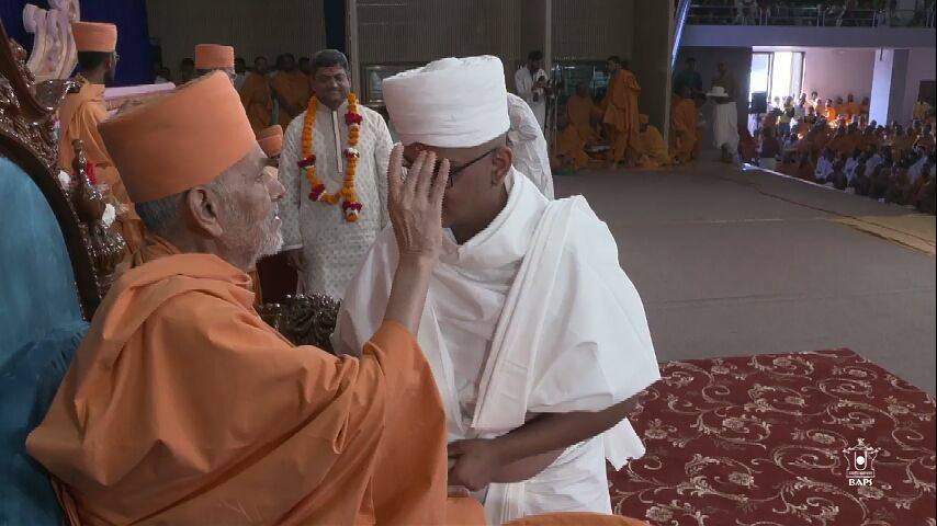 40 youths undergo diksha ceremony to become monk  at Gondal in Gujarat
