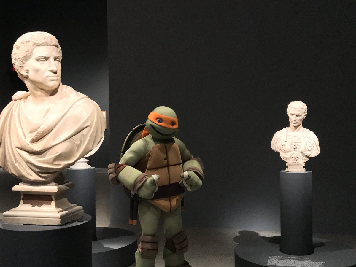 This morning we welcomed Michelangelo, one of the Teenage Mutant Ninja Turtles (@TMNTMaster) at The Met.  Our celebrity guest came to see the work of an artist who happens to share his https://t.co/jUPJhto7Xrn#MetMichelangeloame.
