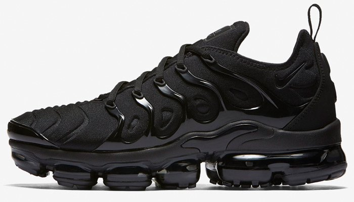 NEW blacked-out Nike Air VaporMax Plus