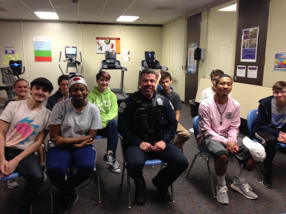 <a target='_blank' href='http://twitter.com/APSCareerCenter'>@APSCareerCenter</a> students learn about the dos and dont's during a traffic stop. Thank you Officer Adams! <a target='_blank' href='http://twitter.com/arlingtontechcc'>@arlingtontechcc</a> <a target='_blank' href='http://twitter.com/ACCHilt_Inst'>@ACCHilt_Inst</a> <a target='_blank' href='https://t.co/90EeUdqsdB'>https://t.co/90EeUdqsdB</a>
