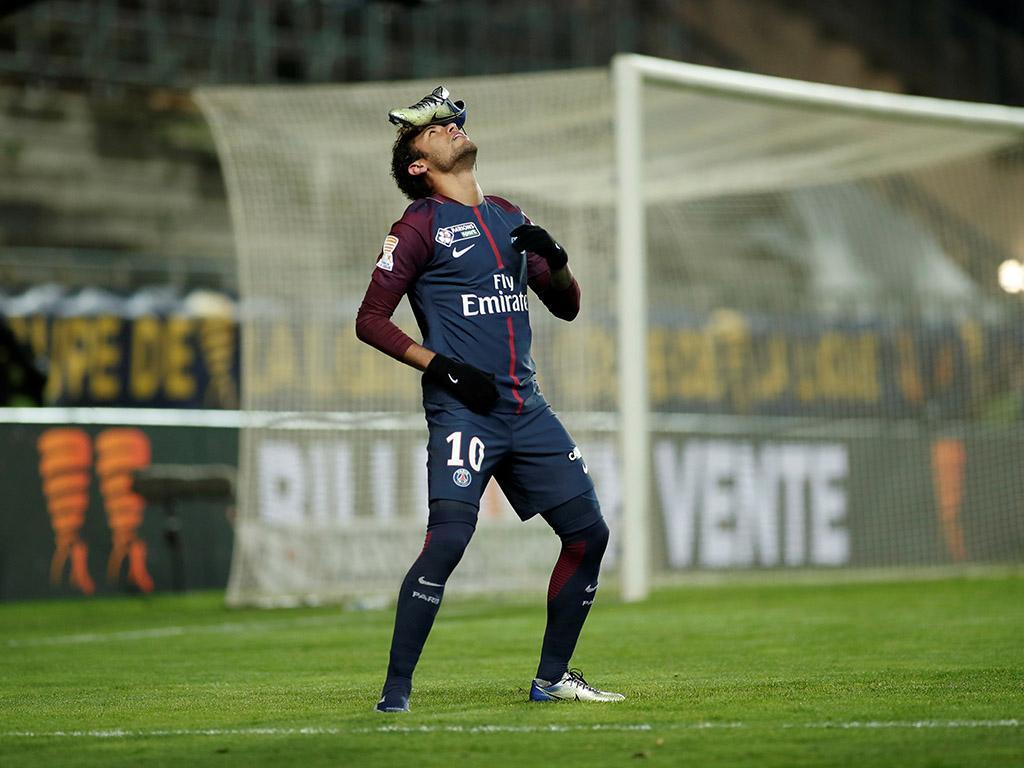 Campeão, artilheiro e líder de assistências nos dois torneios mais importantes do mundo: Copa Libertadores e Champions League. Na América do Sul ou na Europa, demonstrou a sua qualidade. Ele está caminhando para ser o melhor do mundo. Neymar Jr! 🔥