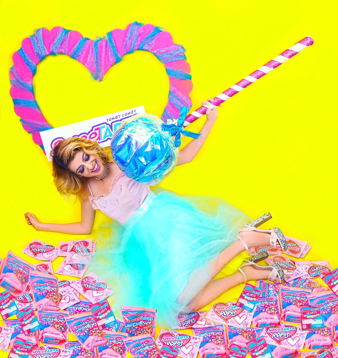 Starting off February STRONG with @SweeTARTSCandy in my new #ValentinesDay series inspired by their  sweet treats! Click here to see the full shoot! https://t.co/h2KzAG5N9V #SweeTARTS #candylaine #ad https://t.co/z5cerSzjIB