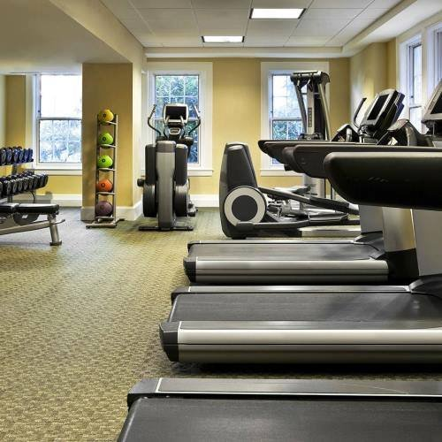 Staying on track with your 2018 fitness goals?  We're open around-the-clock to ensure you fit it in.  #TravelandFitness #WashingtonDC #Hotelpic.twitter.com/Eei8A9h3aY