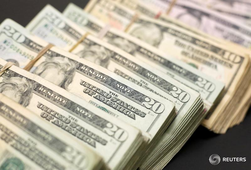 Look for the U.S. dollar to fall further, says Andy Kapyrin of @RegentAtlantic http://ow.ly/xGvP30i0jvx  @ReutersMoney