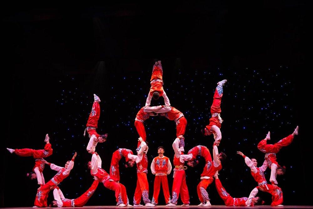Картинка акробатическая пирамида