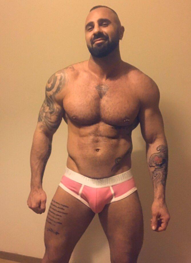 Gay Muscle Me