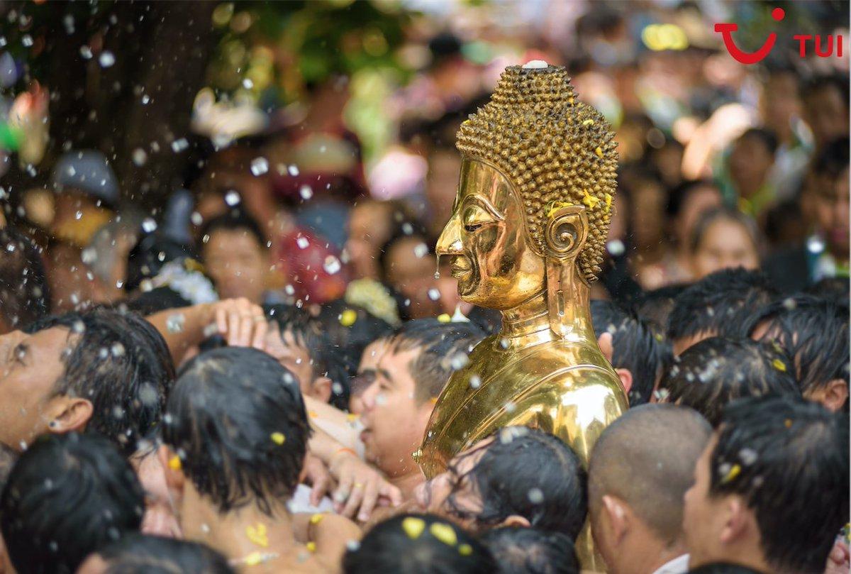 ¿Te apetece huir del frío? Reserva ya y viaja a Tailandia en abril, podrás celebrar la llegada del año nuevo budista con la Fiesta del Agua por las calles de Bangkok.