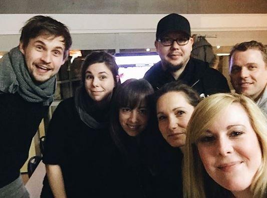 Happy faces! ☺️ Das #SIGNUU Team wünscht euch einen tollen Start ins Wochenende. In 3,2,1 ist es soweit. P.S.: Diese freundlichen Nasen beraten euch gern bei der richtigen Geschenkeauswahl: https://t.co/XdTgxAPyTb https://t.co/bit562lUBl