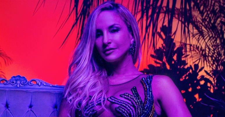 .@ClaudiaLeitte lança 'Carnaval', seu novo single cantado em inglês e espanhol -> https://t.co/xe0ObSJS3D