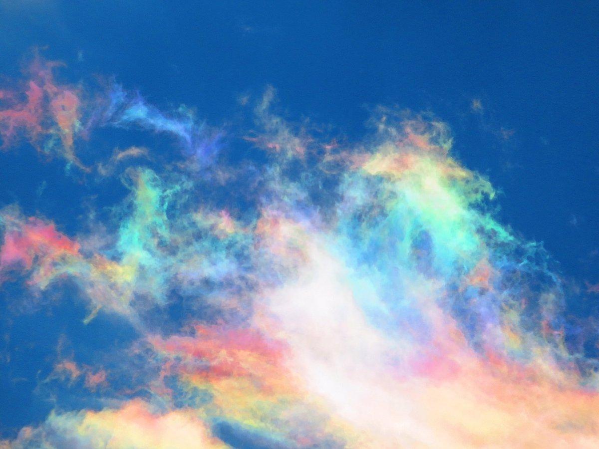 綺麗すぎるwwCGのように見える雲の色は虹色ww