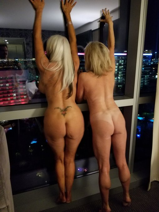 2 pic. Me and @SallyDangeloXXX before heading out last eve ... https://t.co/MVPNwvmQb9