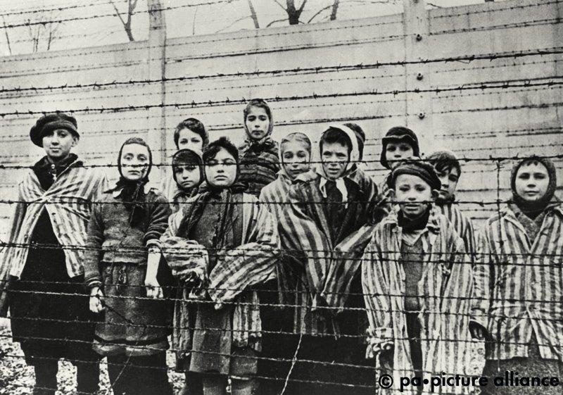 #OnThisDay 1945: Sowjetische Truppen befreien das deutsche Konzentrations- und Vernichtungslager Auschwitz im besetzten Polen.