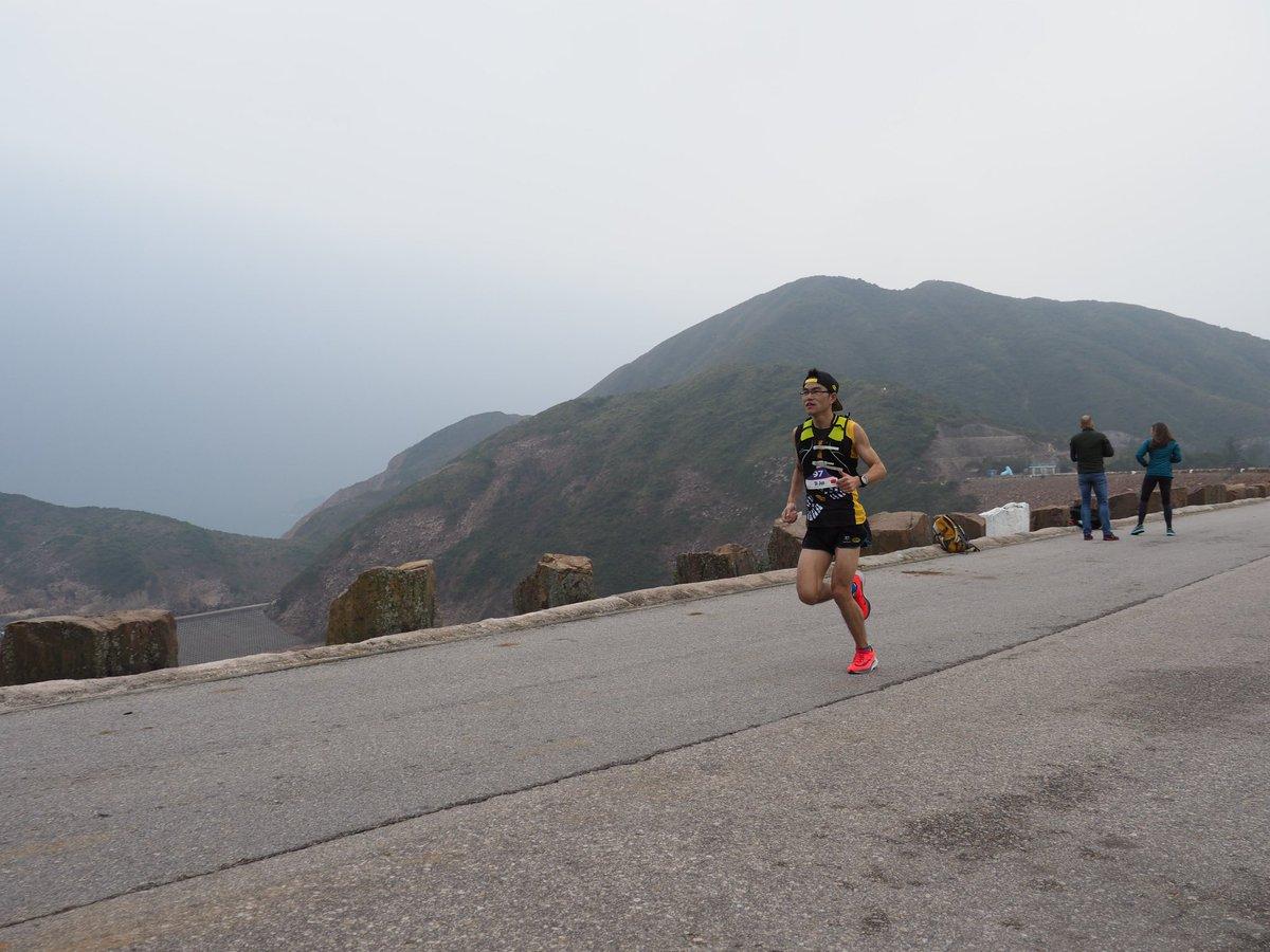 This is leader at EastDam 11k, Jun Di, 2:17 marathoner from China. Passed here in 0:47. #HK100