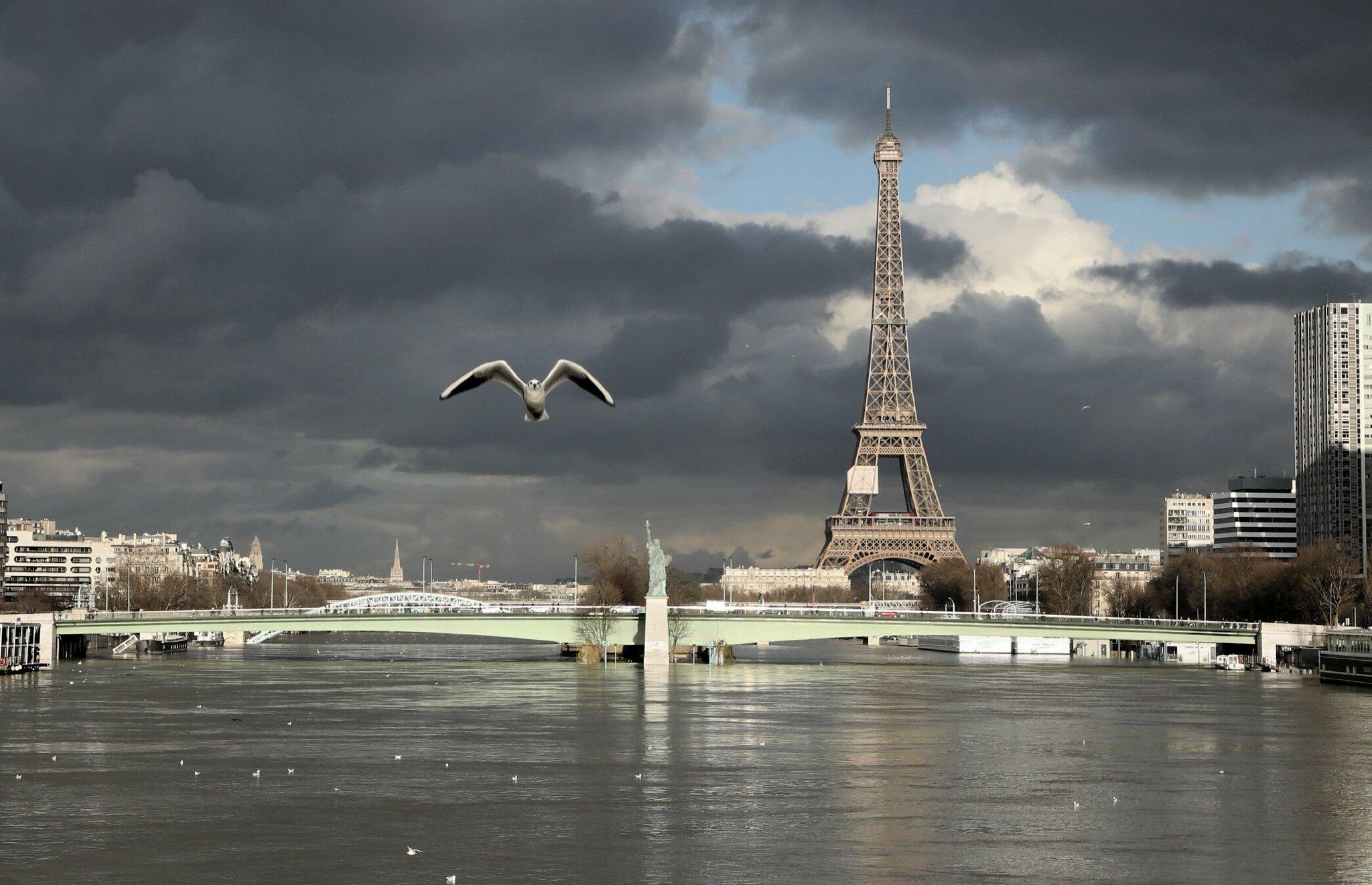 Paris je t'aime !  - Page 4 DUiOBhVWAAAuinD