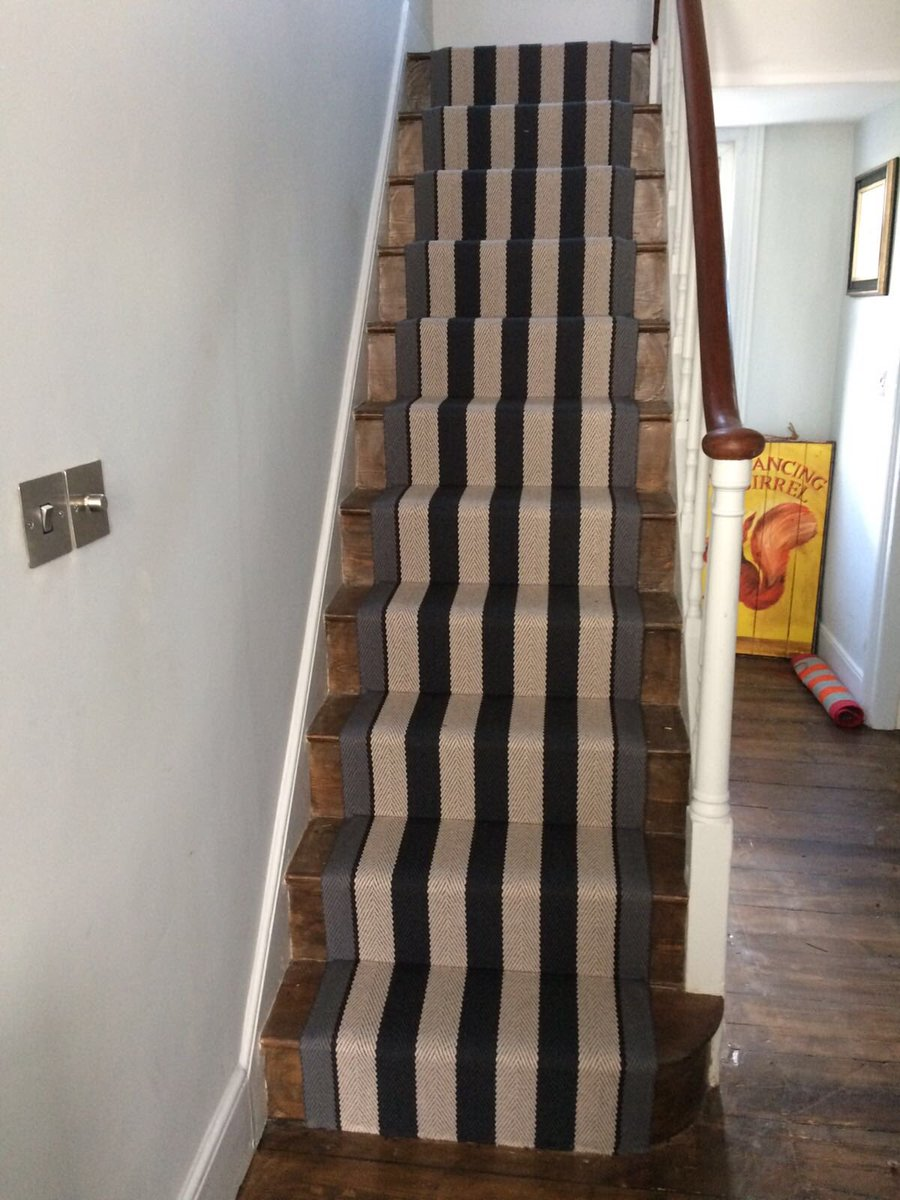 Todays install photo: Looking extremely cool, 🖤 this mitred,Fitzroy Black stair runner by @Roger_OatesUK available in 60, 70 and 85 cm widths #stairrunners #interiors #Blackheath #dulwich