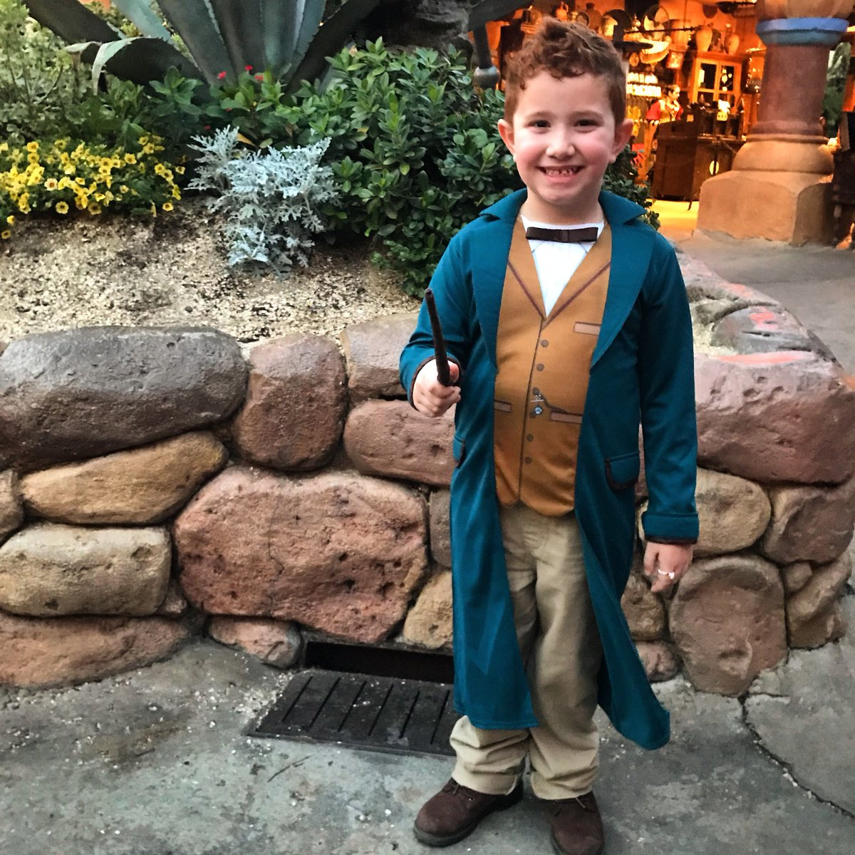 Mini-Newt welcomes you to Day 2 of #Fant...