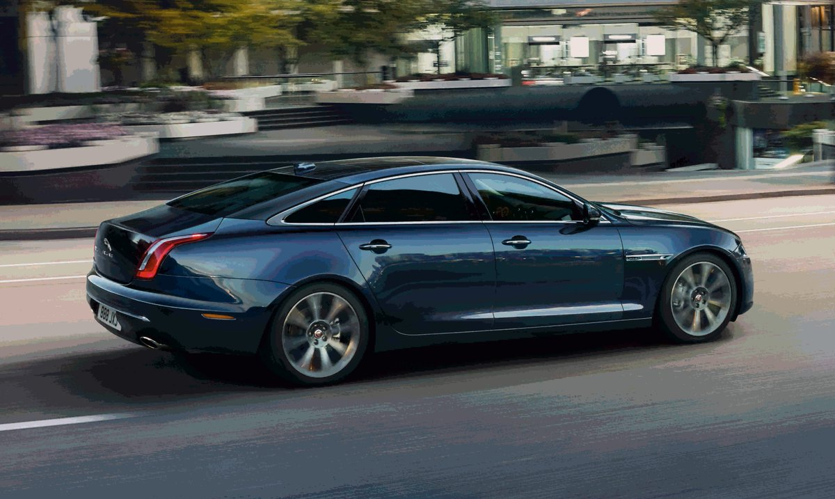 The perfect combination of cutting-edge technology, sporting vehicle dynamics and opulent luxury. #Jaguar #XJ: https://t.co/3YGb2PW9j7 https://t.co/jTHgDlzatt
