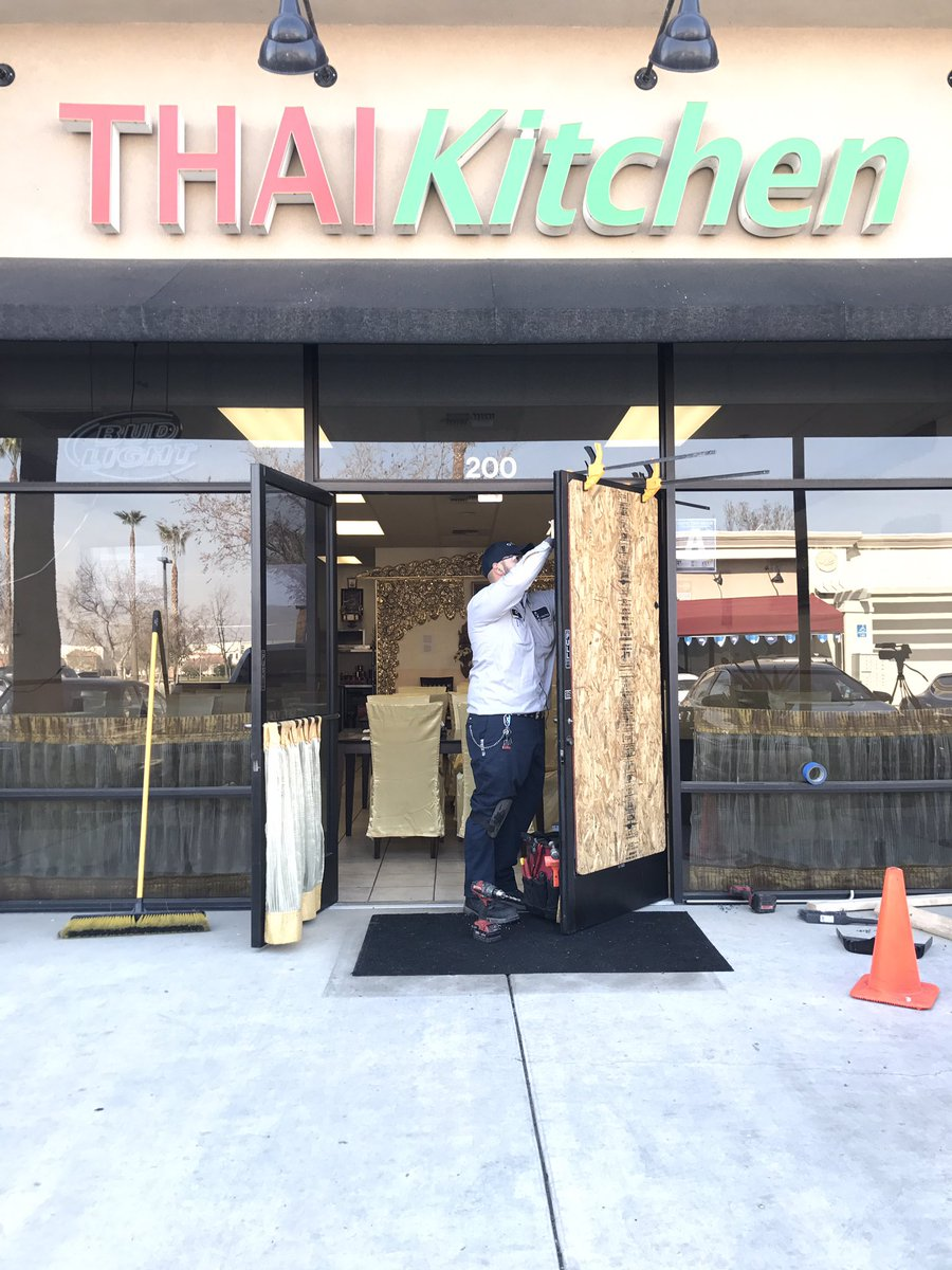 Feven Kay on Twitter \ Two northwest Bakersfield restaurants broken into overnight. Burglars broke the doors at both New Vintage Grill and Thai Kitchen. & Feven Kay on Twitter: \