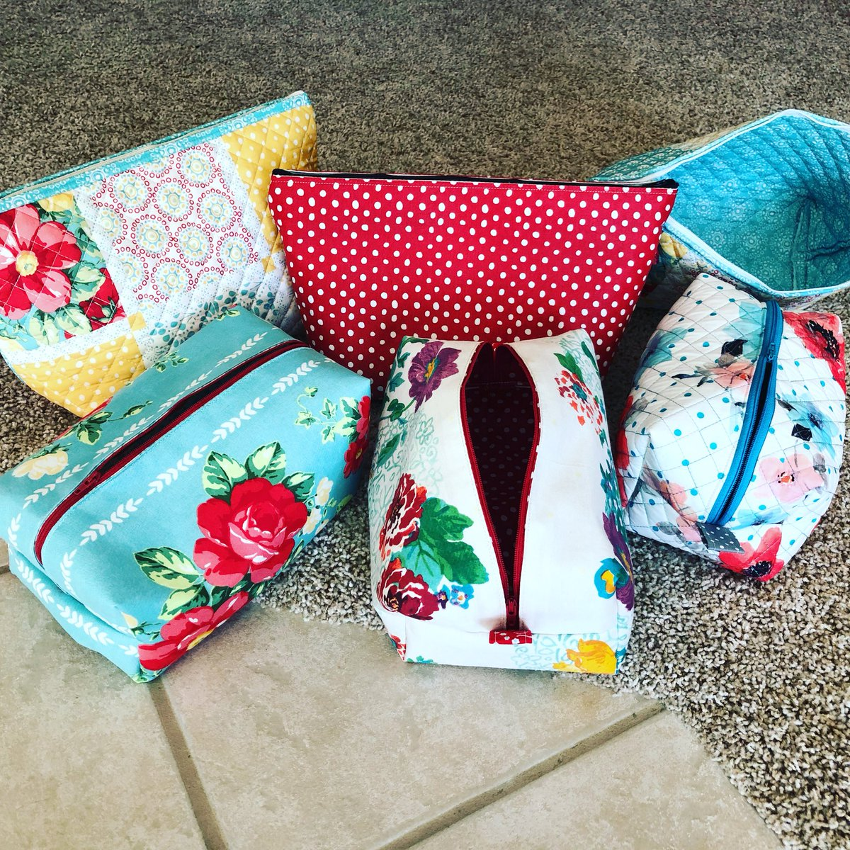 Jody Houck On Twitter I Made Makeup Travel Bags With Pioneer Woman Placemats Love Them Pioneerwomanree