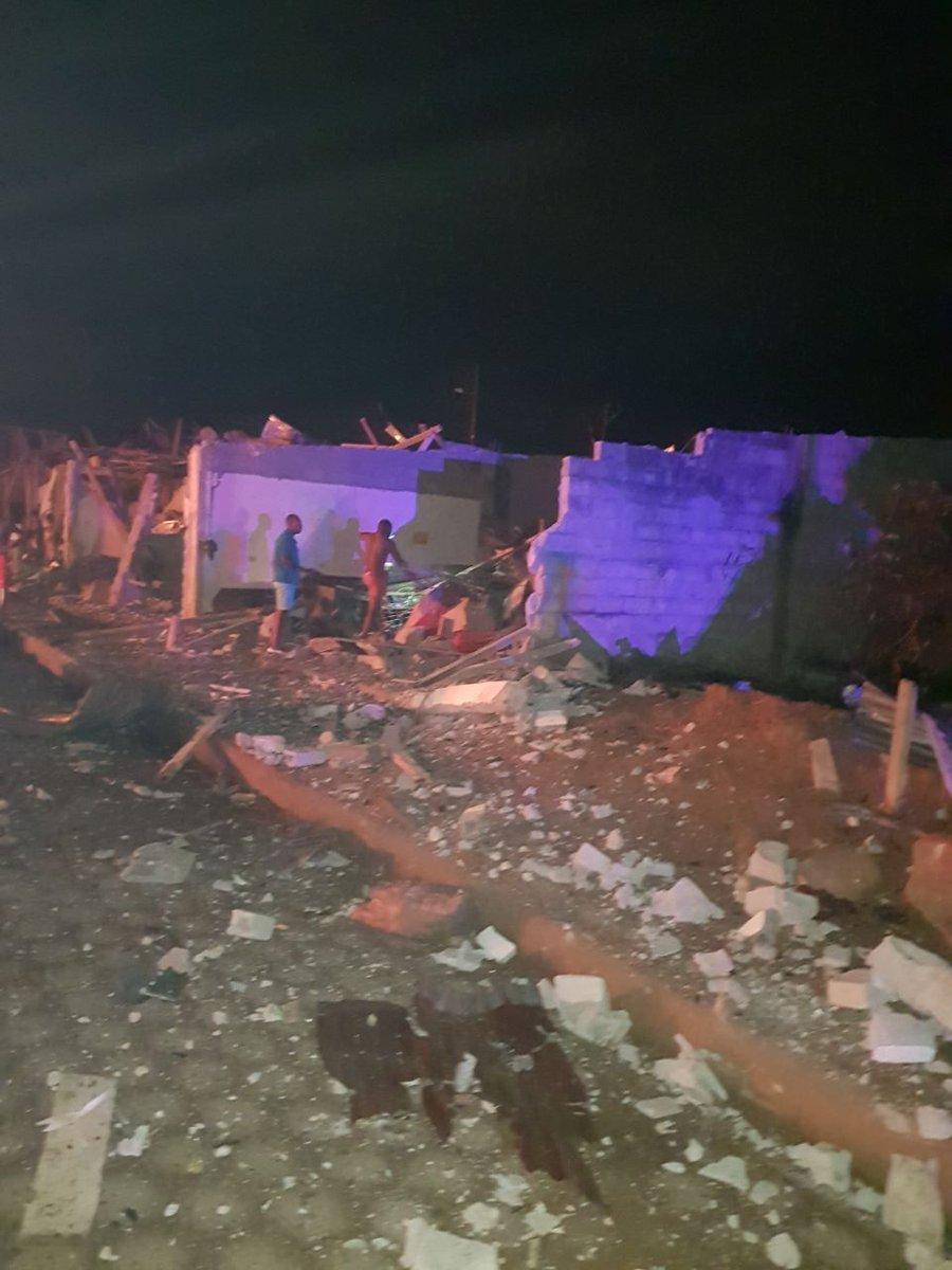 Ecuador declara el estado de excepción en dos ciudades tras una explosión que dejó 28 heridos DUlgK_-WsAAOLpY
