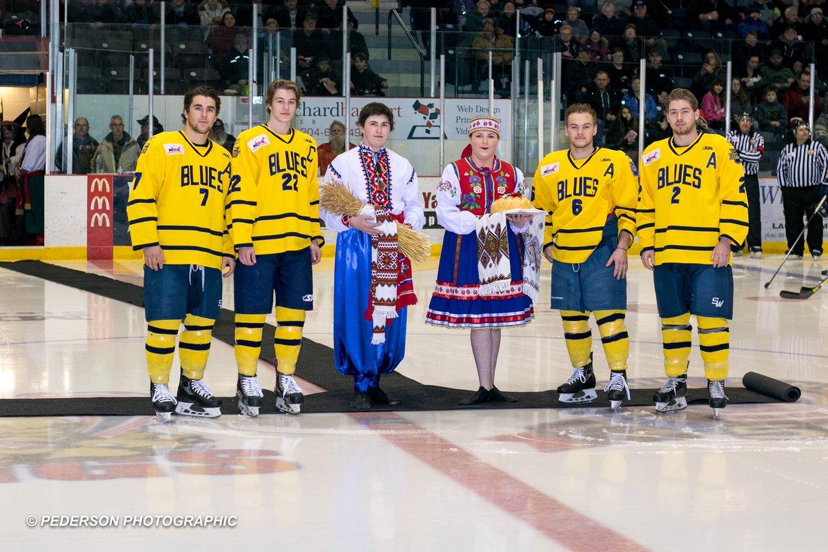 Хоккей с саблями и в вышиванках. В Канаде состоялся хоккейный матч с украинским колоритом - изображение 2