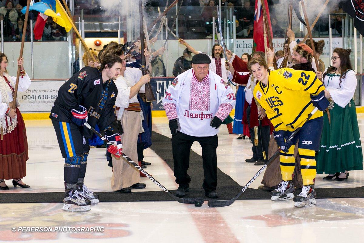 Хоккей с саблями и в вышиванках. В Канаде состоялся хоккейный матч с украинским колоритом - изображение 1