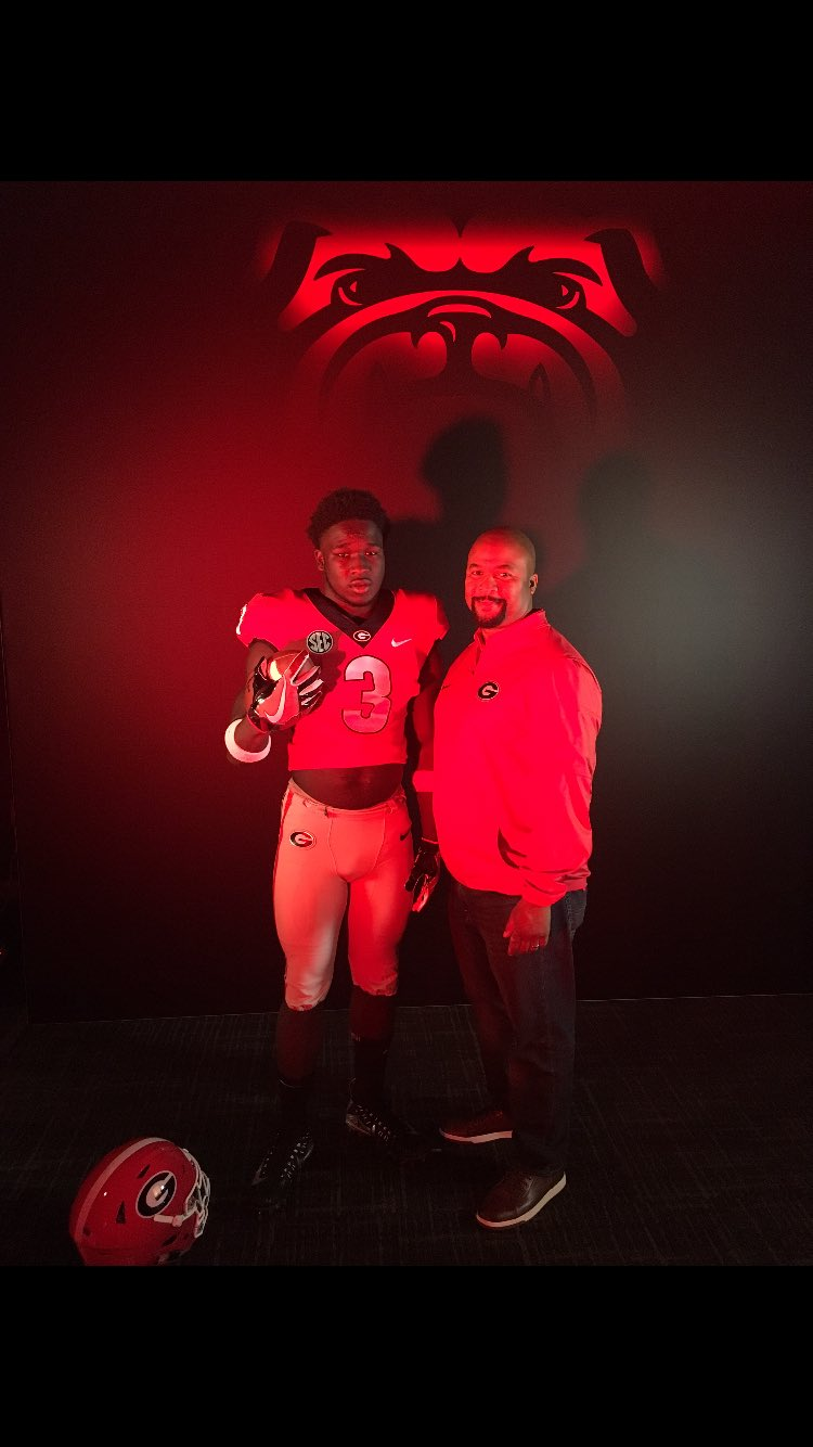 Photo: Daijun Edwards with Dell McGee on visit to UGA, Twitter