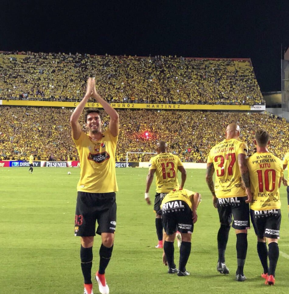 Que noche inolvidable!!! Muchísimas gracias @BarcelonaSCweb y a todos los hinchas Barcelonistas. ⚽️⚽️