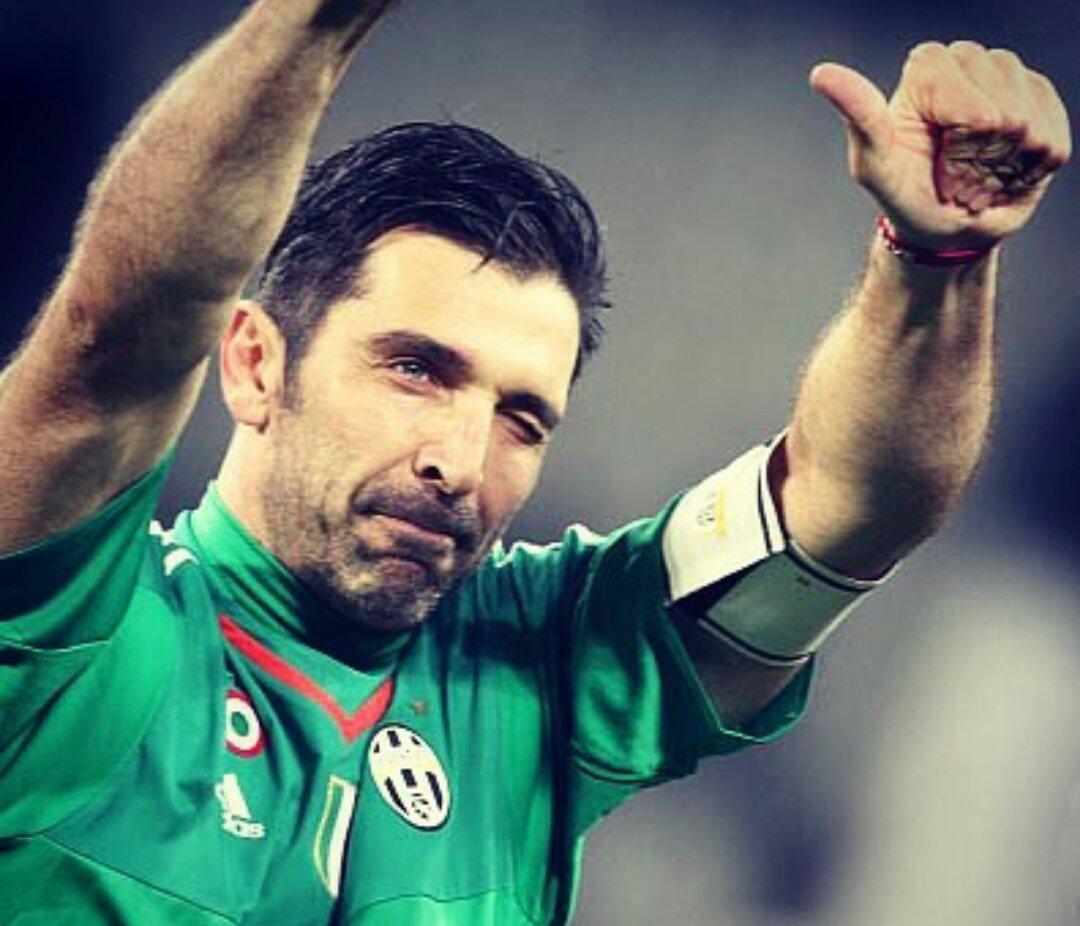 Oggi #Buffon compie 40 anni: un campione da 629 presenze in @SerieA_TIM, 8 scudetti (e non solo), 1 Coppa del Mondo. Auguri @gianluigibuffon! 🎂 #GIG1BDAY