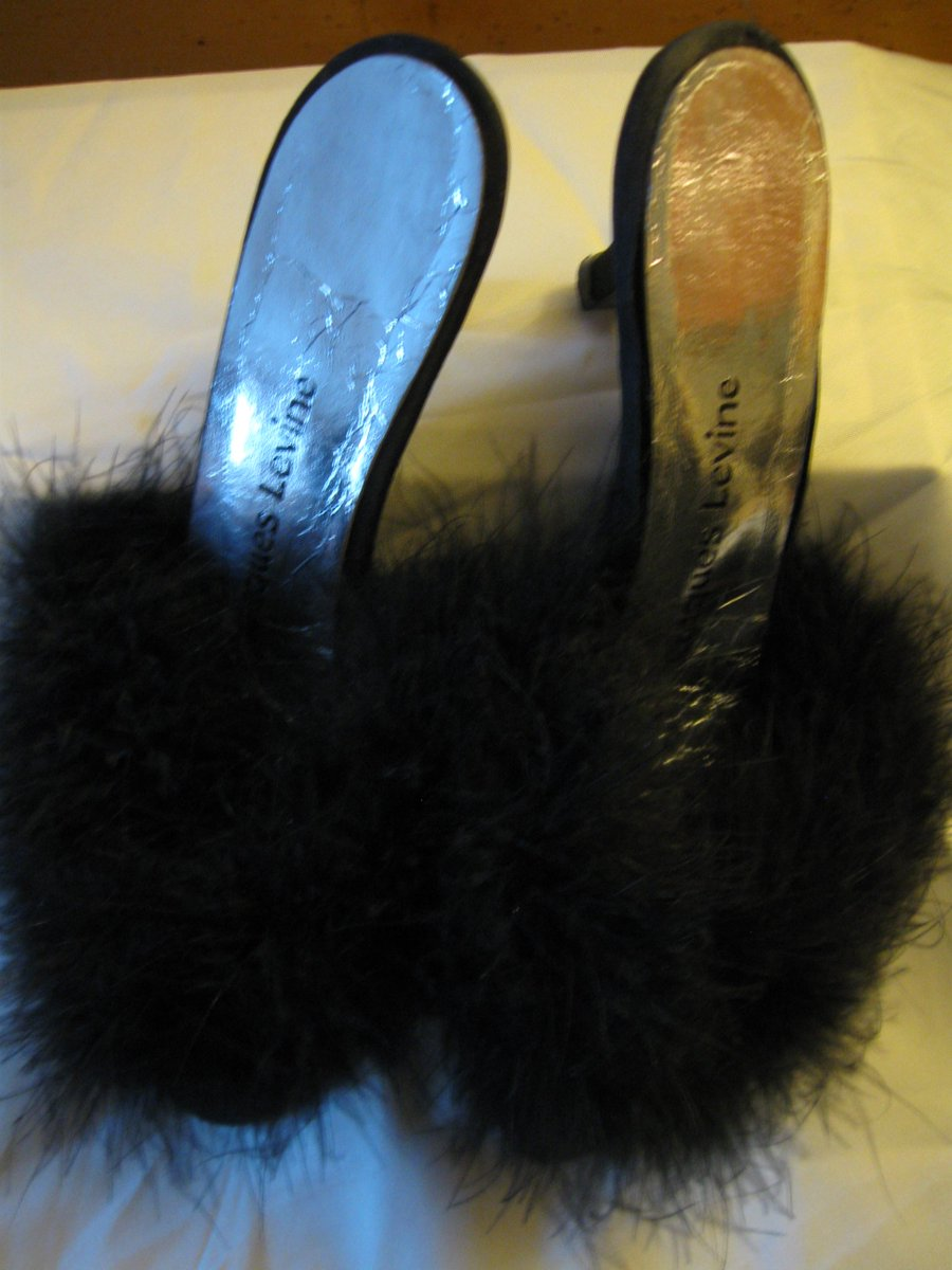 a0d7cdd21 Vintage  JacquesLevine 7.5 Black  feather  Mules http   ow.ly mLnu30i1do0  Like  New  Marabou  Boudoir  Slidespic.twitter.com X8puipgcOT