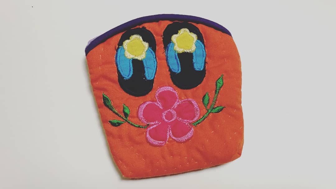 息子が #ポプテピピック 観てて「おばあちゃんにもらった小銭入れ、なんか #ボブネミミッミ に似てるよなw」と言うので 「そんなアホなことあるかw 草履と花の絵やぞw …ホンマやんwww」ということがありました (^▽^) #PPTP