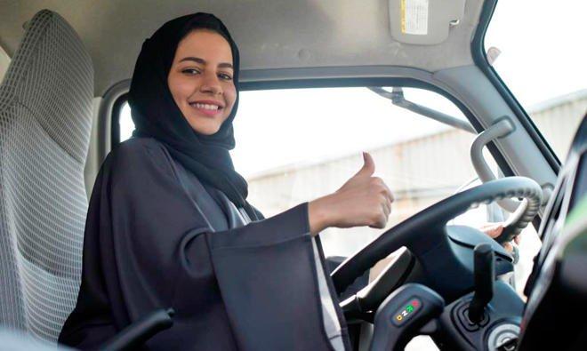 Resultado de imagen de arab saudi woman driving