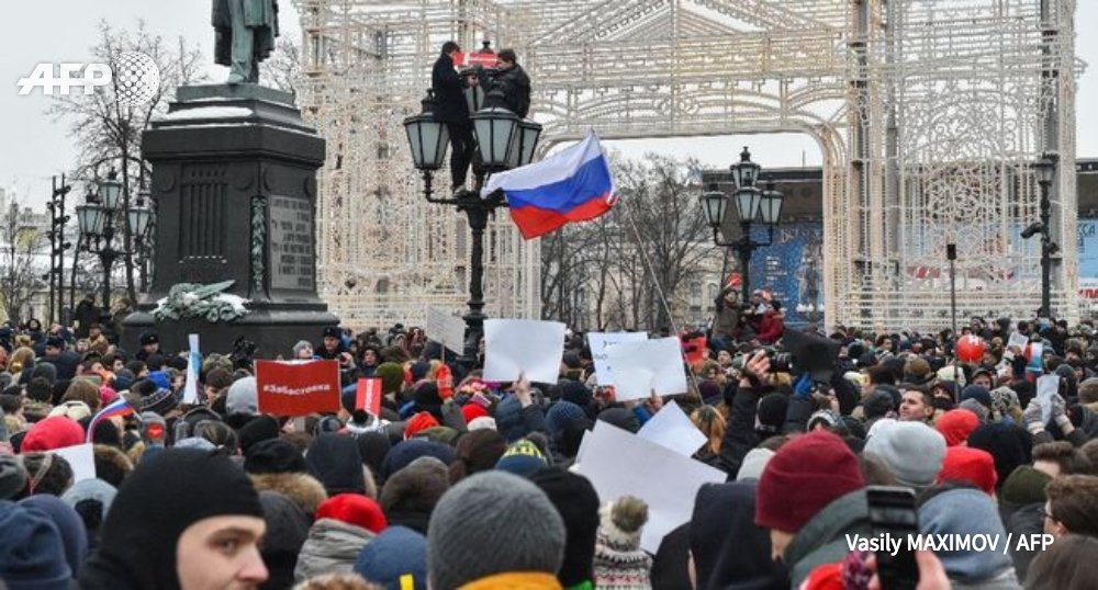 L'opposant numéro un au Kremlin Alexeï Navalny arrêté à Moscou , alors que des milliers de personnes en Russie manifestent à son appel pour dénoncer la 'supercherie' de l'élection présidentielle du 18 mars https://t.co/qBQKgPp5go