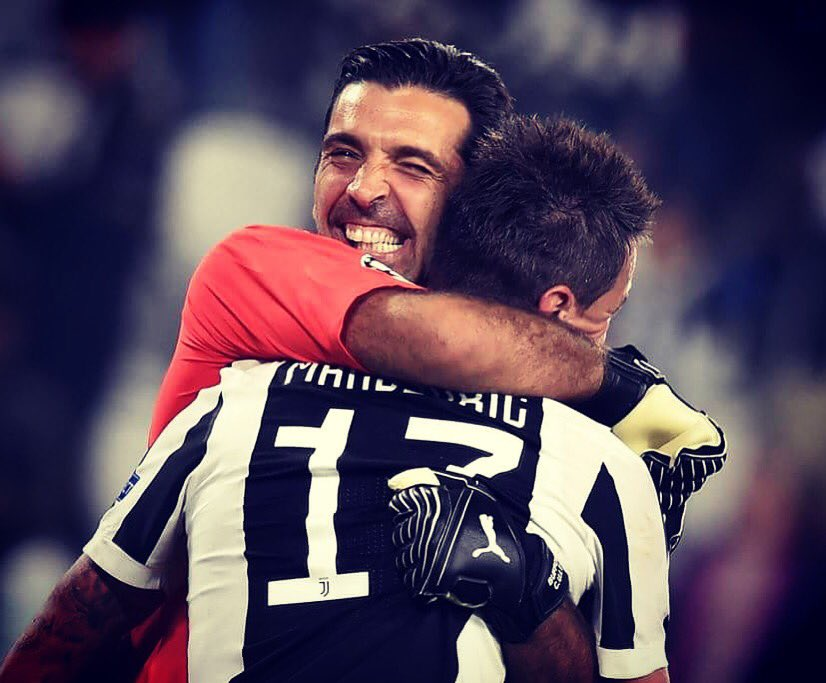 Could he really be 40 years old?! 😬 Looks like 30, plays like 20 😄 Best wishes to the great @gianluigibuffon! 🎂🍾🎉 Ma davvero ha 40 anni?! 😬 sembra un trentenne, gioca come un ventenne 😄 Tanti auguri al grande @gianluigibuffon! #capitano #number1 #superman #birthday