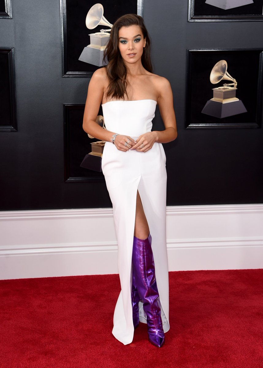 THOSE BOOTS 😍 👢 🙌. @HaileeSteinfeld #GRAMMYs #HaileeSteinfeld (📸 @GettyImages)