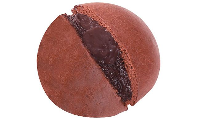 1/30(火)ファミリーマートに「チョコまん(フォンダンショコラ)」登場。2種類のチョコレートをカカオ風味の生地で包み込んだスイーツ系中華まん→