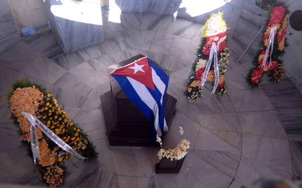 Homenaje en Santa Efigenia a patriotas que lucharon por la independencia de Cuba
