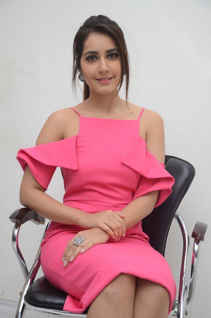 25 Photos of Raashi Khanna to tempt your desires