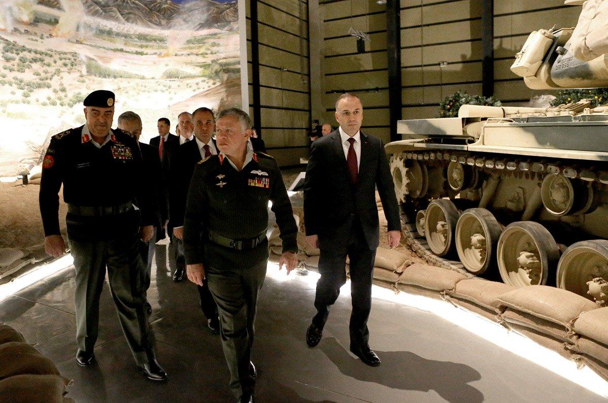 ملك الاردن يفتتح متحف الدبابات الملكي في عمان DUt1ZYDW0AEJedb